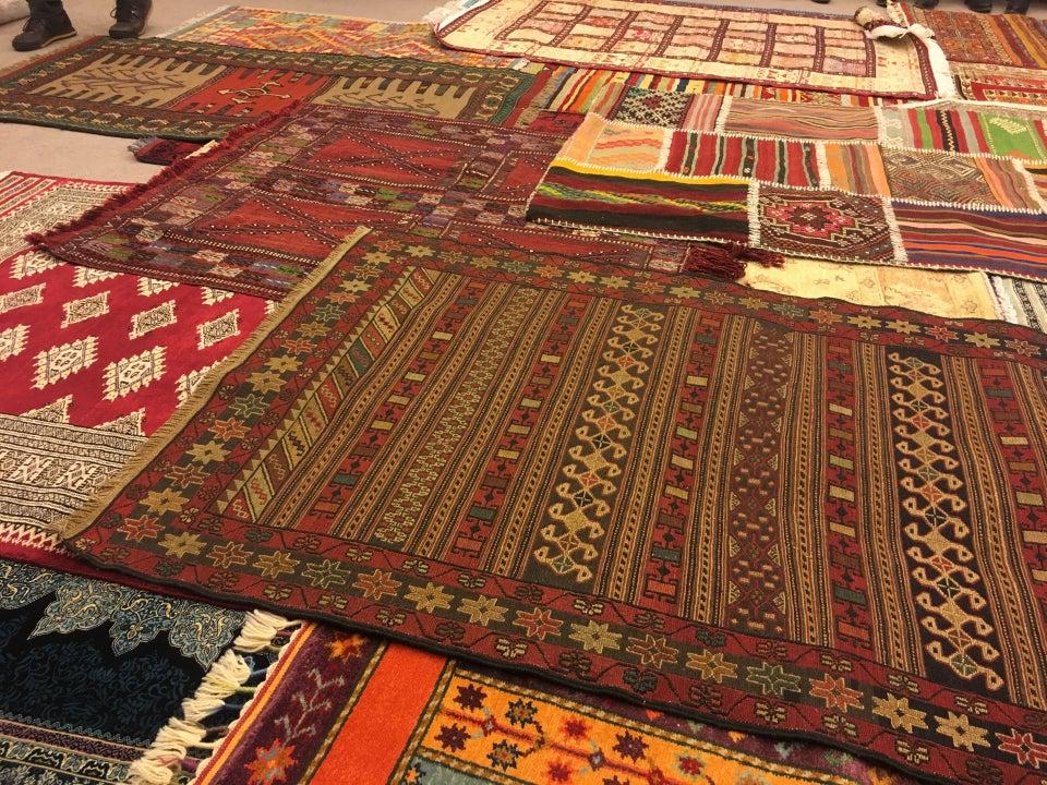 Bazaar 54 El Dokuma Halı Sunumu
