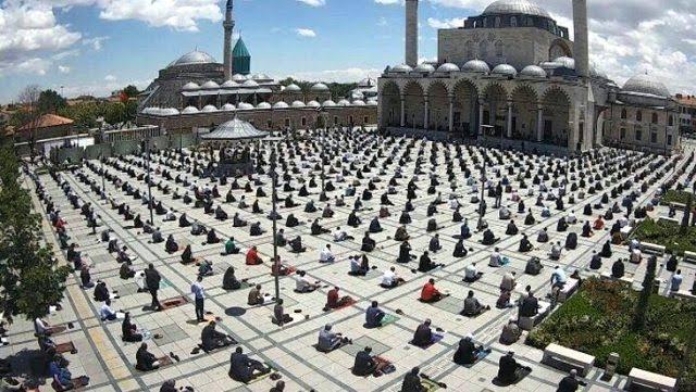İlk Cuma Namazı Kılındı,Konya Mevlana Camii
